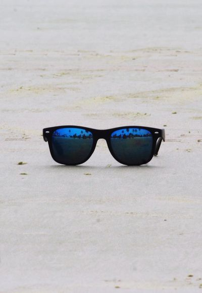 my love for sunglasses and camera combo Outdoor Photography Sunglasses Blue Tree Beachphotography Beach Photography Sunglasses :) Sand Water Beach Sand Ocean Scenics Waterfront