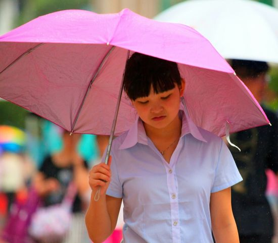 Rainy Days Shanghai Streets EyeEm Gallery Peoplestreet Peoplephotography Hello World My City Light Living Lightroom EyeEm Shanghai