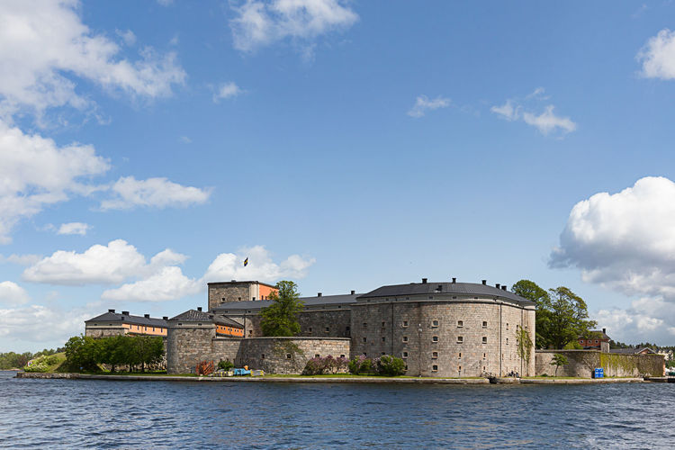 Vaxholm fortress by sea against sky
