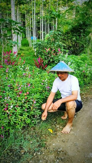 Be strong man Agriculture Plant One Person Agriculture Occupation Working Full Length Field Growth Real People Adults Only Outdoors Nature Day Adult People Only Men One Man Only Agriculture