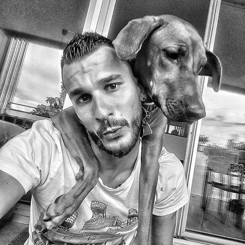Dog Men Dog Love Dogslife Dogfun Rhodesian Ridgeback Ridgeback Rhodessian Ridgeback Nesta Black And White Selfiedog Pet Portraits Black And White Friday