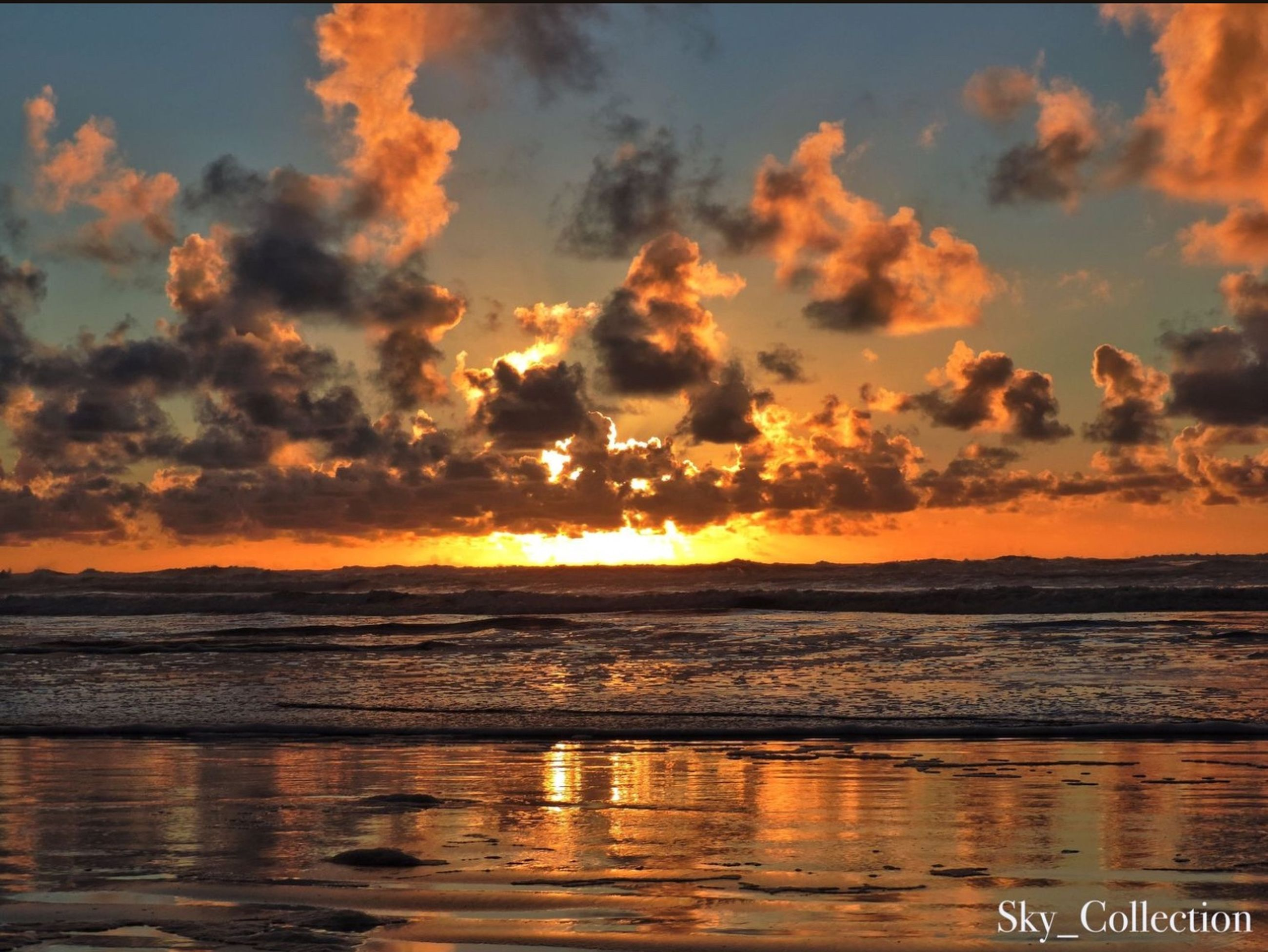 sunset, water, sea, orange color, scenics, horizon over water, sky, beauty in nature, tranquil scene, tranquility, beach, cloud - sky, idyllic, nature, shore, reflection, cloud, dramatic sky, waterfront, outdoors
