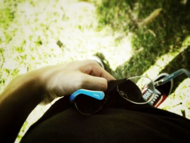Cleaning the glasses of my girlfriend <3 Love
