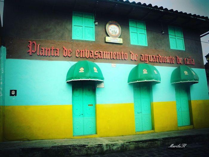 Travel Destinations Vintage Architecture My Favorite Place embalsame Aguardiente De Caña Architecture Built Structure Xico Pueblo Mágico Veracruz, México Tradiciones Mexicanas aquí se embotella el aguardiente de caña fábrica antigua que aún conserva su tradición y se encuentra en funcionamiento