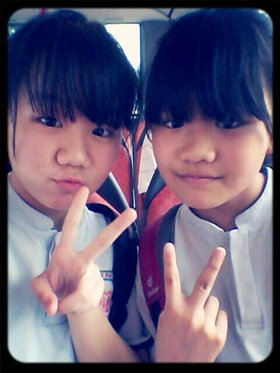 beside this prettay gal omg I look so ugly Throwback