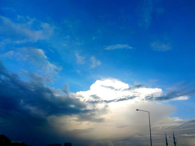Walking Around GoodMorningWorld Sky And Clouds Clouds Gökyüzünü Sevin.. Gokyuzu Bulutlar Parlak Günaydın