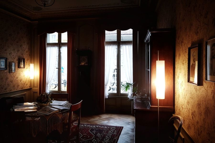 Einstein's living room in Bern Tourist Attraction  Switzerland Bern Taking Photos EyeEm Best Shots EyeEm Selects EyeEm Gallery Architecture Architectural Detail Living Room Albert Einstein Einstein EinsteinHaus Light And Shadow Old Living Room Window Indoors  Door Curtain No People Day Living Room Architecture