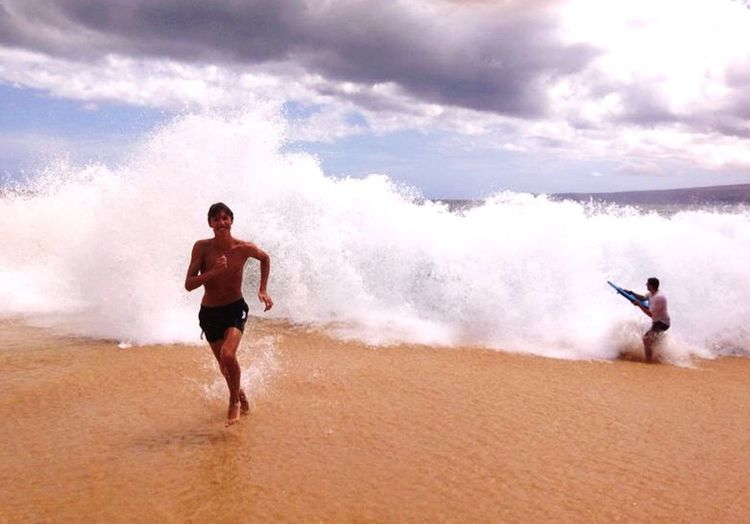 Waves EyeEm Best Shots Run Enjoying Life Beach Hawaii Surf Tsunami The Portraitist - 2015 EyeEm Awards The Moment - 2015 EyeEm Awards