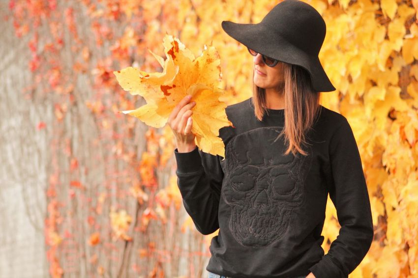Autumn Autumn Autumn Collection Autumn Colors Autumn Leaves Autumnbeauty Autumn🍁🍁🍁 Beautiful Woman Beauty Close-up Contemplation Focus Object Focus On Foreground Girl With Hat Leaf Maple Leaf Nature Outdoors Young Women