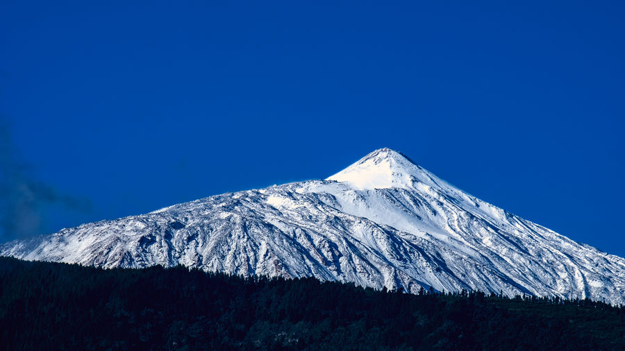 Tenerife in the early morning of March 26, 2019, fresh snow on the Teide, Spain's highest mountain. After a very dry winter there was no snow on the Teide with a very short exception. This is rather rare for this season and a 3800 meter high volcano. But now, at the end of March, the rainy season seems to start. By the way, we need the rain, so the water urgently. El Teide Teide Volcano Snow Tenerife Teneriffa Canary Islands SPAIN Winter Mountain Snow Summit Summit Scenics - Nature Beauty In Nature Snowcapped Mountain Sky Cold Temperature Blue Clear Sky Tranquil Scene No People Non-urban Scene Tranquility Nature Idyllic Mountain Peak Environment Outdoors