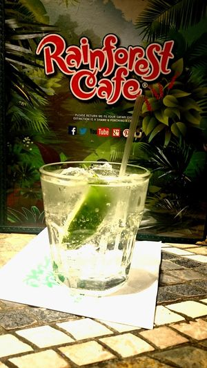 Hanging Out In London Get A Drink Gin&Tonic Fantastic Enjoying Life Lovelovelove Cheers Everyone Awesome_shots