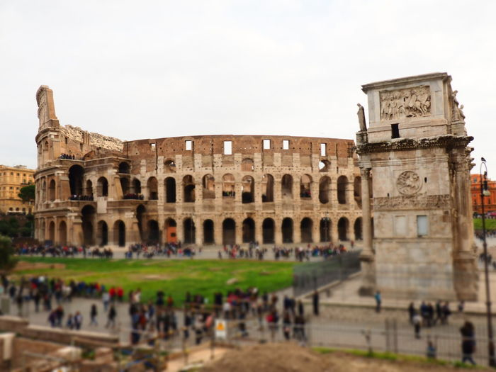 Colosseo Roma Ancient Ancient Civilization Architecture Building Exterior Built Structure Colosseum Day History Large Group Of People Leisure Activity Lifestyles Men Old Ruin Outdoors People Real People Sky Tourism Travel Travel Destinations