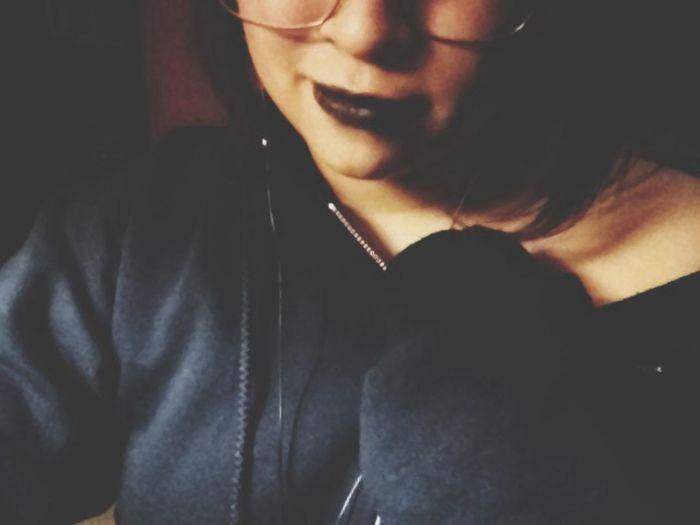 Te odio por los sacrificios que hiciste por mi, te odio por todas la veces que sangraste por mi, te odio por la forma como me sonreías al mentirme, te odio por nunca controlarme. Blood In This Moment Hate
