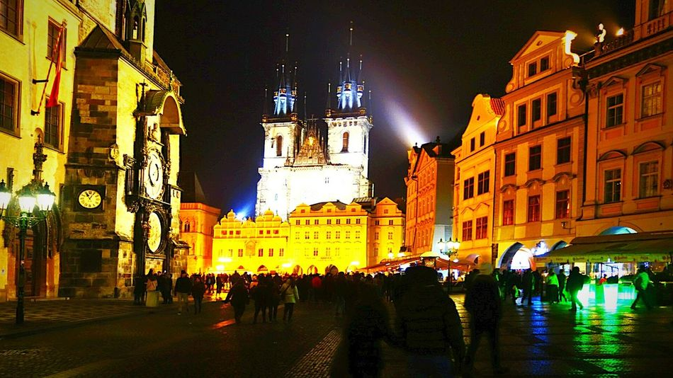 Old town Square Night Illuminated Travel Destinations Architecture Building Exterior Christmas Lights City Christmas Built Structure Large Group Of People Outdoors Christmas Decoration People Sky Sony Rx100 Ii City Life Architecture Nightlife Tourism Prague♡ Praha Sony Rx100m2
