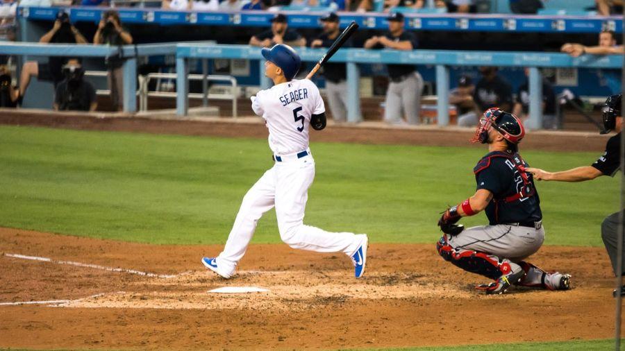 Corey Seager going deep off of the Atlanta Braves picture LosAngelesDodgers Homerun Dodgers Stadium Dodgers Corey Seager Baseball - Sport