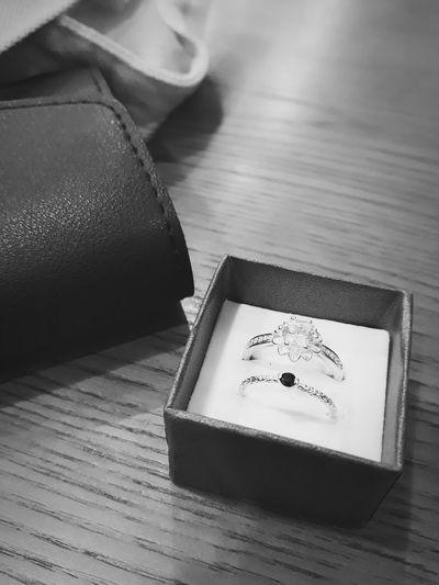 Mang các em về ở cho tay đỡ vắng vẻ ^^ Bringing them for my lonely fingers ^^ #formyself #ngàythầntài #10/01 #rings #lordofrings
