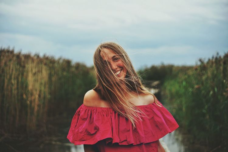 One Person Long Hair People Only Women Nature One Woman Only Portrait Young Adult Summer Outdoors Red Sky Beauty Beautiful Woman Young Women Water Zuiko ILCE7M2 Plant Smiling Smile Pink Color SONY A7ii