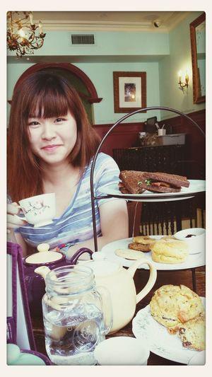 Ruru having afternoon tea