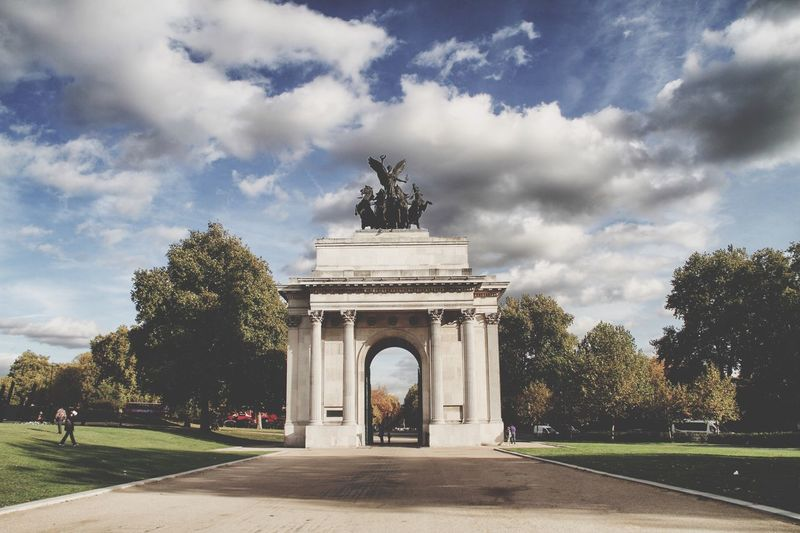 London sights London Sightseeing LONDON❤ United Kingdom Sky And Clouds People Greengrass Autumn Wellington  Arch EyeEm LOST IN London
