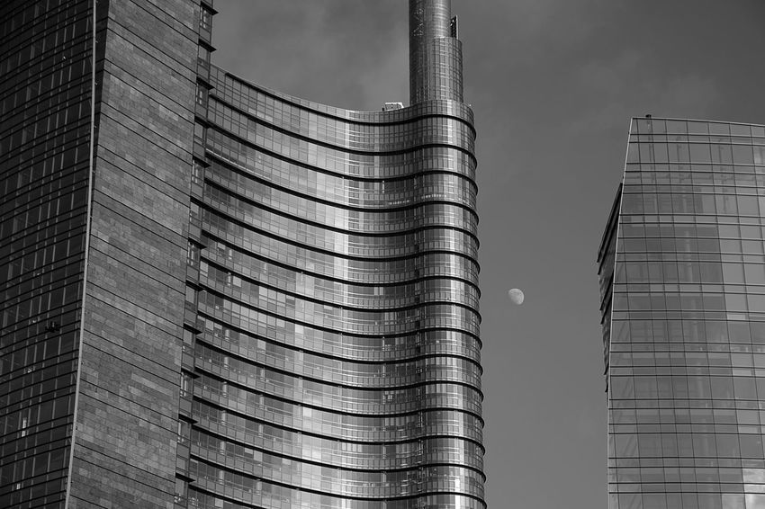 Architecture Architecture_collection Milan Milano Moon Moon Shots The Graphic City Architecture Architecturelovers Building Exterior Built Structure City Day Italy Low Angle View Modern Moon_collection No People Outdoors Sky Skyscraper