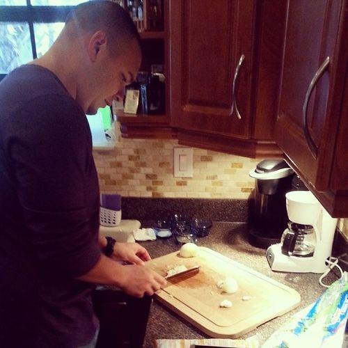 Chef Bobby in the house Thanksgiving LoveMyHusband Herocks Myturkeysmellsgreat firsttimehosting nervous havetoimpressmymomma @roburbina15
