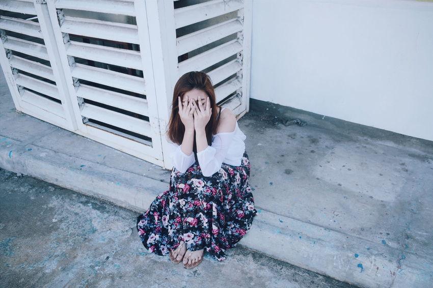 Startle. Asiangirl White Week On Eyeem Cinematography Women Of EyeEm Woman NikonD3100 VSCO Portraiture Asianlook Skirt Hands