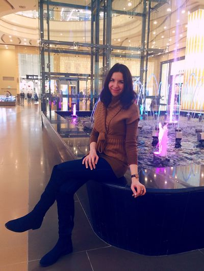 Hello World That's Me Shopping ♡ Shopping Mall Hanging Out Take A Break City City Life Waterfall