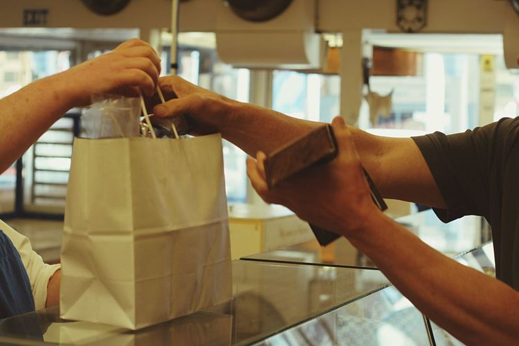 Customer Paying Customerservice Customer  Store Hand Hands On Shopping Bag Purchasing Purchase Shopping Shopping ♡