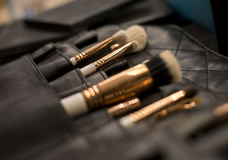 Make Up ❤ Make-up Makeup Ammunition Black Color Brush Brushes Make Up Close-up Fountain Pen Indoors  Make Up Make Up ART Make Up Artist Make Up Artistry Make Up Brushes Make Up Time Metal No People Selective Focus Still Life