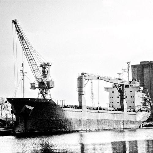 Bateau Boat Cargo Zone Portuaire Port Area Grue Hoist Canal