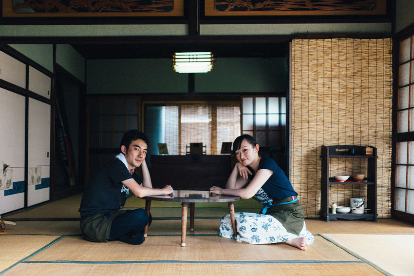 Canon 5D Mark II Casual Clothing Couple Eye4photography  EyeEm Best Shots EyeEm Japan From My Point Of View Lifestyles Light And Shadow Portrait Relaxation Relaxing Room Simplicity Sitting Symmetry Taking Photos Tatami The Week Of Eyeem VSCO Showcase July