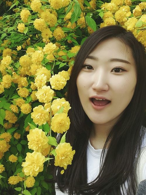 :) That's Me Yellow Flower Spring Happy Hoilday