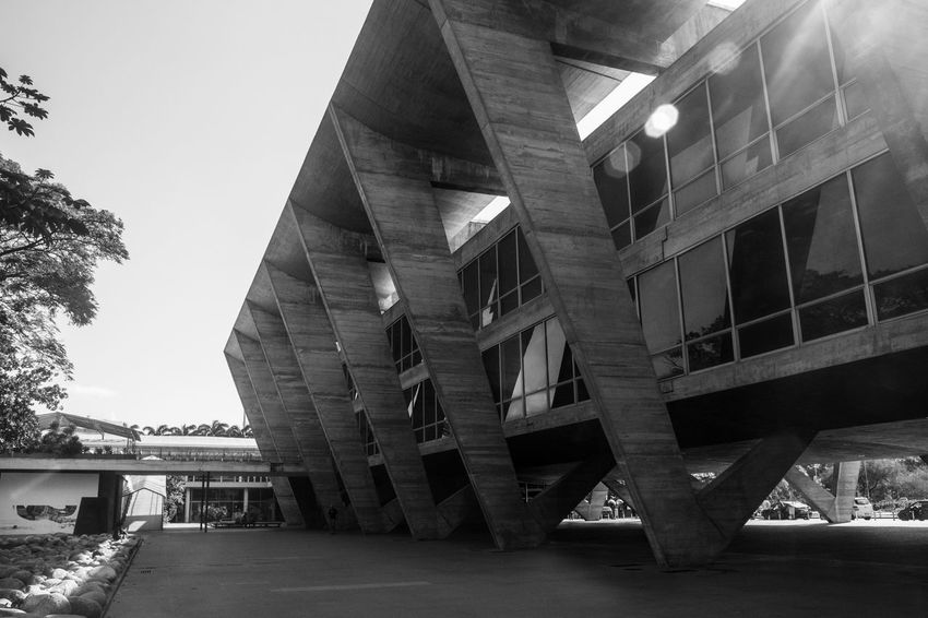 Black & White Architecture Black And White Blackandwhite Building Building Exterior Built Structure Connection Day Julhofragaphotography No People Outdoors Sky Structure Underneath