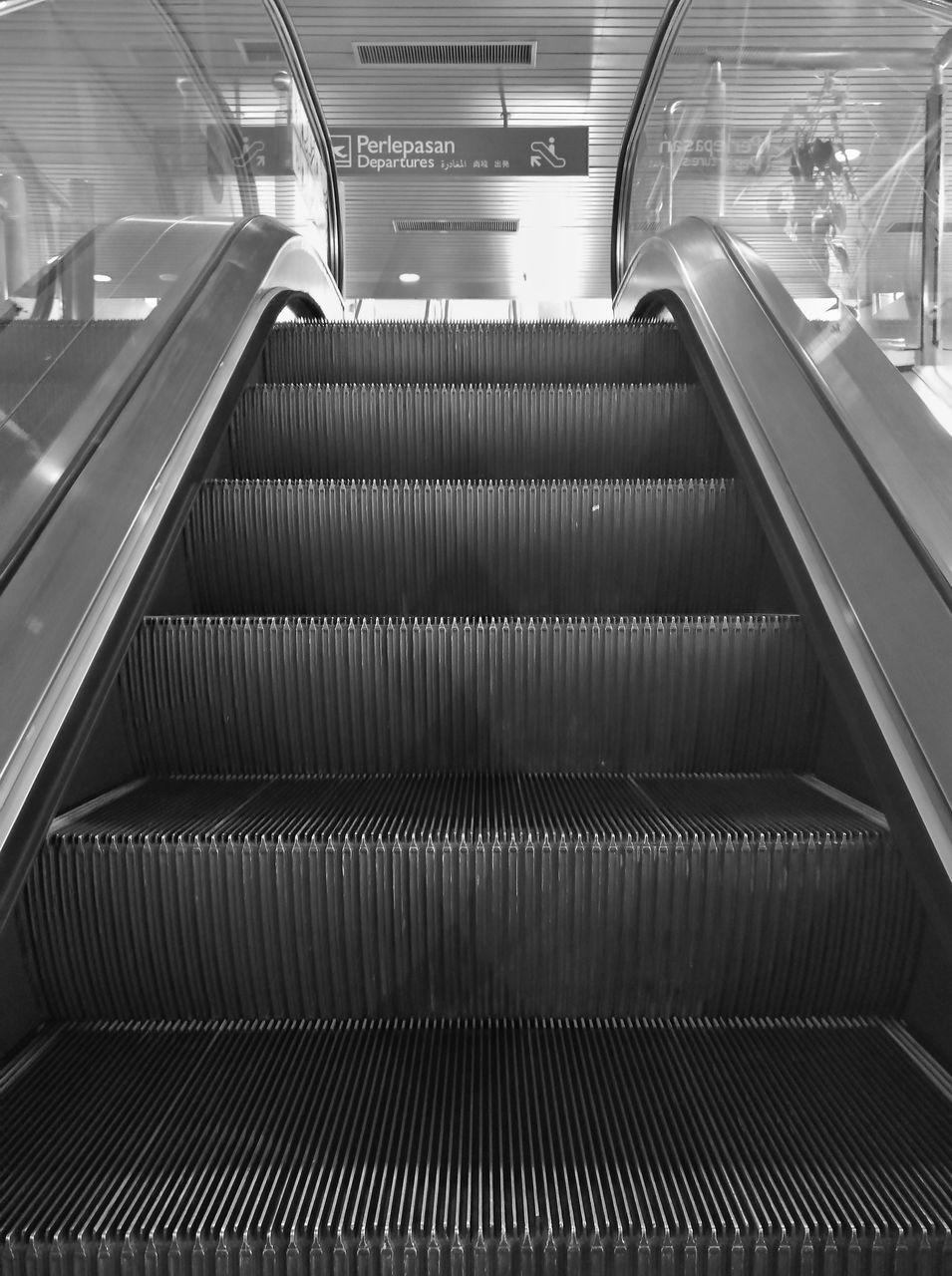 HIGH ANGLE VIEW OF ESCALATOR IN UNDERGROUND