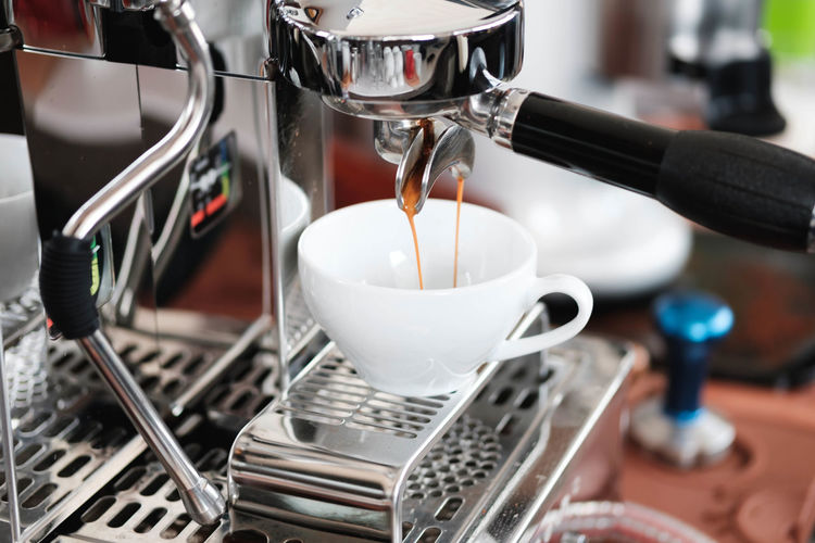 Coffee Food And Drink Drink Coffee - Drink Coffee Maker Coffee Cup Cup Appliance Mug Focus On Foreground Pouring Indoors  Close-up Machinery Espresso Maker Refreshment Freshness Preparation  Motion Coffee Shop