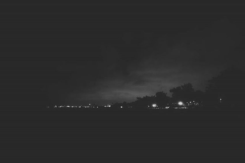 As dark as your light allows me to be. VSCO Vscocam Vscord Bestofvsco Vscobnw Bnw Uncoolrd Thevisualsociety Shadow Light Vscocamrd Learnminimalism