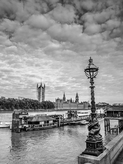 London Themse - kind of different view of the Themse Black And White Photography Bw City Europe London Sightseeing Sky Themse Tourists Tower Bridge  View Water Westminister Abbey Pmg_lon