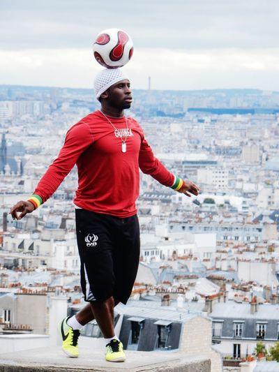 Sport In The City Atletic Atlet Acrobat Football Paris Acrobatics  Acrobats Sportsman Paris, France