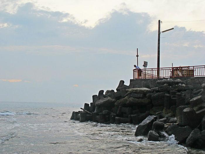 開始有過年的氣氛囉~ EyeEm Taiwan EyeEmNewHere The View And The Spirit Of Taiwan 台灣景 台灣情 Architecture Beauty In Nature Cloud - Sky Day Nature No People Outdoors Rock - Object Sea Sky Water The Traveler - 2018 EyeEm Awards