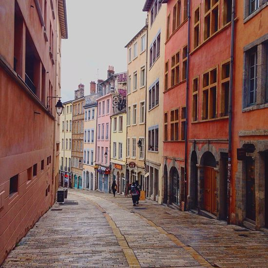 First Eyeem Photo Vieux Lyon  Lyon Streetphotography Building Old Architecture Colors Day Sunny Day Sunshine Walking Around Walking