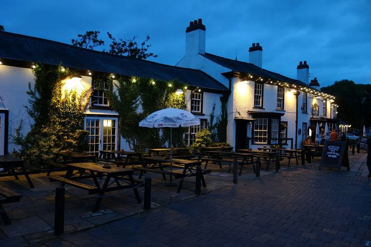 The Bold pub.