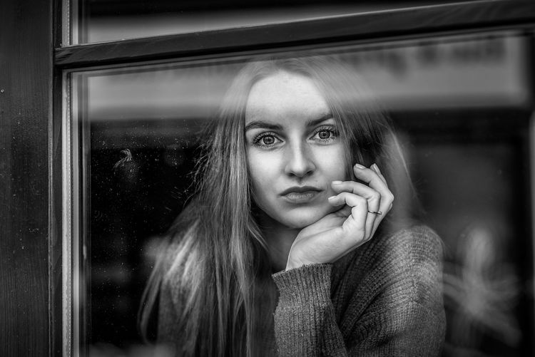 Portrait of a beautiful young woman looking away