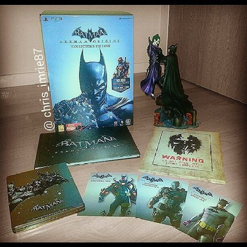 Took some time out from playing Arkhamorigins to post this pic of the European Collector's Edition :) love it. My favourite collector's edition I've ever had. Love it Batman Darkknight Batmanfamily DC Dcuniverse Arkham ArkhamCity Figure Collectors Collection Arkhamasylum Gotham Joker Collectorsedition