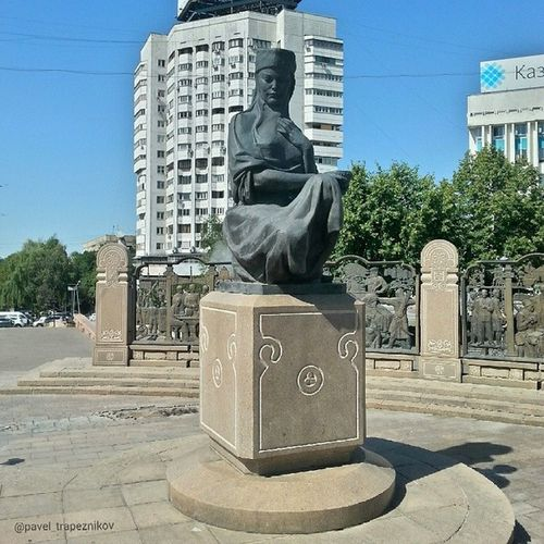 20140731 , Казахстан , алматы . ПлощадьРеспублики . МонументНезависимости. Скульптура/ Kazakhstan, Almaty. Square of Republic. Monument of Independence. Sculpture.