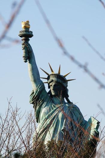 Blue Sky Focus On Background Lavidaloca Replica  Sculpture Sky Statue Statue Of Liberty Travel