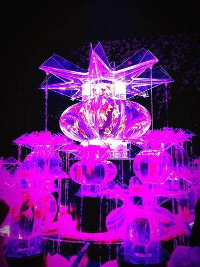 2016金魚展♡アートアクアリウム♡Artaquarium Purple Pink Color Vibrant Color Water Fragility Glowing Pink Outdoors Multi Colored Colorful Black Background Circle Purple Color Fairy Lights Beauty In Nature Color Enhanced Tranquility