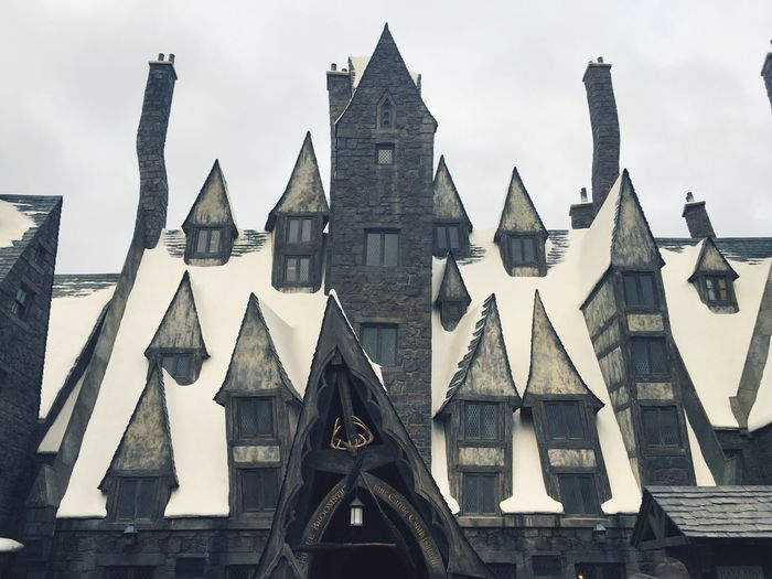 The three brooms. Harrypotter WizardingworldofHarryPotter Hogsmeade Threebrooms Harry Potter Harry Potter ⚡
