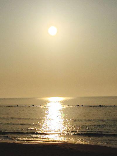 黄金色に輝く海✨ Fun Times 波乗り 黄金色 朝焼け 癒し 海 朝一 Relaxing 太陽 太陽パワー おはよう サーフィン 早起き