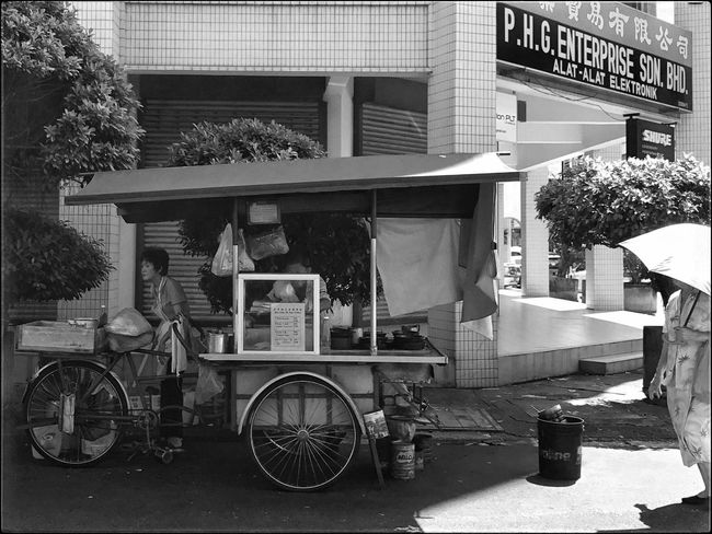 Street Hawker Transportation Mode Of Transport Outdoors Land Vehicle Day Building Exterior Tree No People Architecture