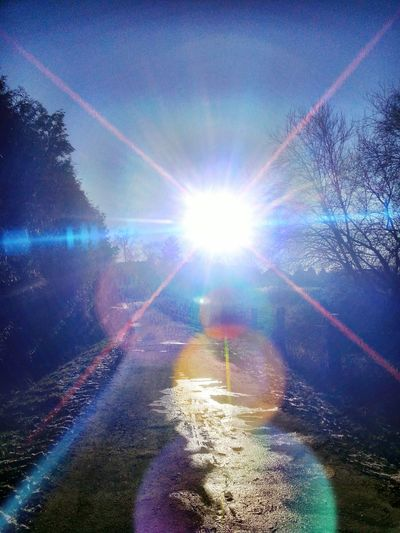 Blendent ! Lens Flare Sun Sunlight Sunbeam Nature Sky Beauty In Nature Outdoors Day Water Close-up No People Low Angle View New On Eyem Beauty In Ordinary Things